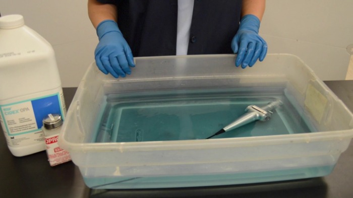 ضد عفونی کردن تجهیزات پزشکی به وسیله ماده میکروب زدا گلوتارآلدهید
